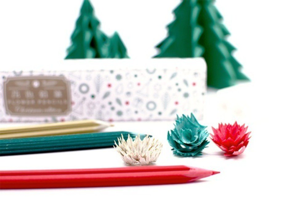削りかすが花びらになる「花色鉛筆」クリスマス仕様の3色セット、ポインセチアや雪結晶をモチーフに - https://t.co/Jgdxe5If1o