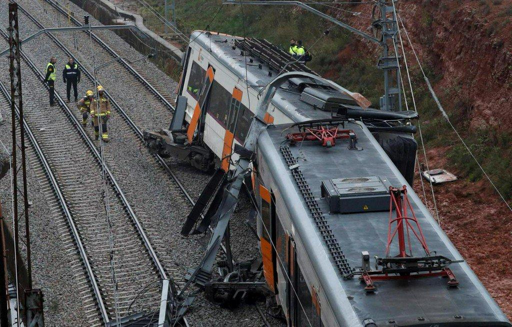 Train derails in north Spain, killing one, 44 hurt https://t.co/C6NKpS3iOZ https://t.co/MpmNErCky9