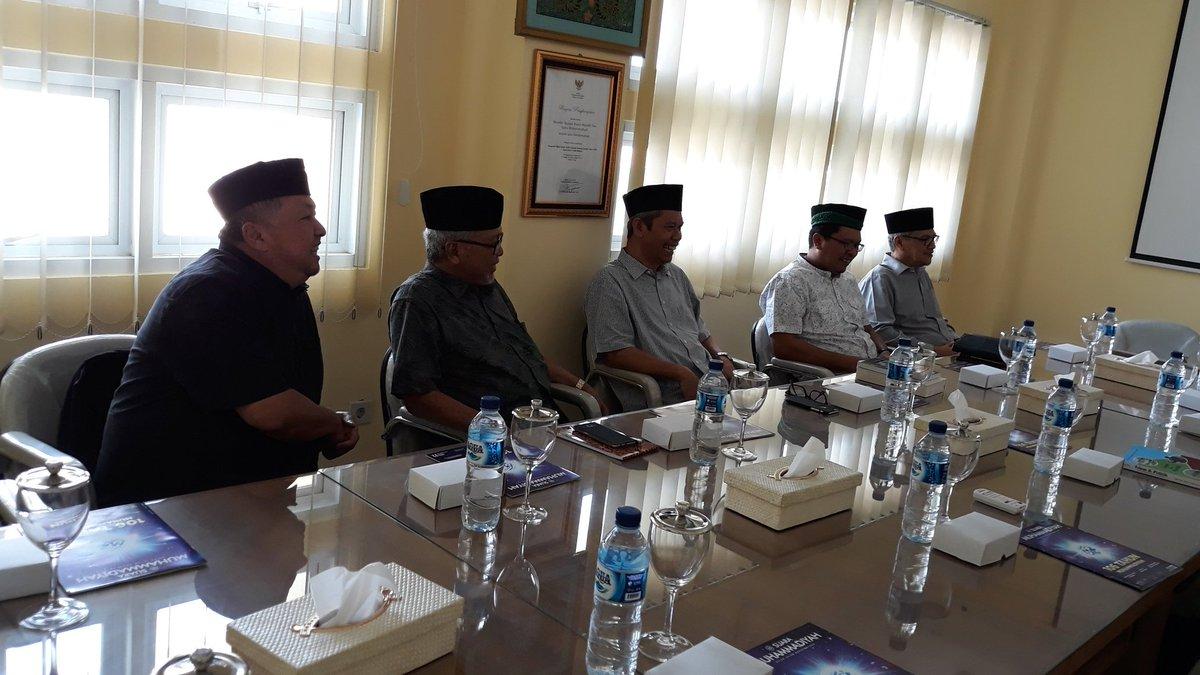 Menemani Silahturahmi Amir nasional dan Humas Ahmadiyah didampingi Gus Mis dengan Buya Syafei di kantornya di jogja