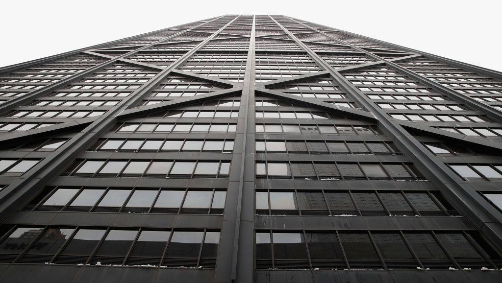 Elevator riders plunge 84 floors after cables snap in Chicago skyscraper https://t.co/b3NDztQGYU https://t.co/Yk7xO5B2nh