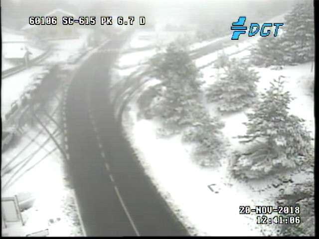 Nevando en la sierra de Guadarrama.  ❄️🌨️❄️⛄ #nieve #Madrid #Segovia @ecazatormentas