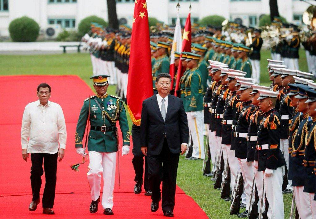 China's Xi visits Philippines as Duterte pressed to take tougher line https://t.co/LWl5sQUrpx https://t.co/zCcT9b3cmj