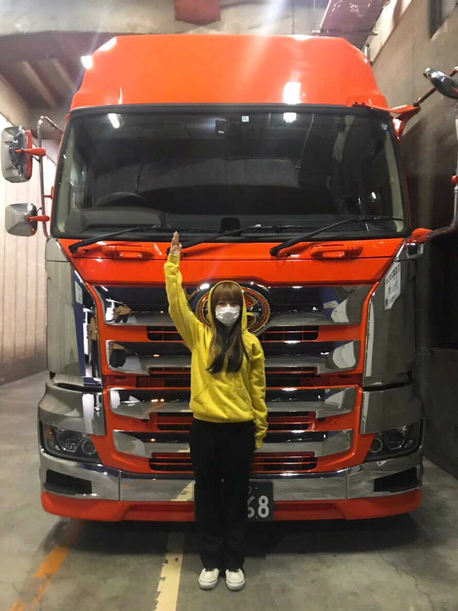 aikoライブ機材運ぶトラックとパチリ