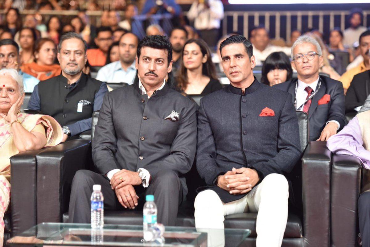 Rajyawardhan Singh Rathore sitting beside Akshay Kumar at IFFI 2018