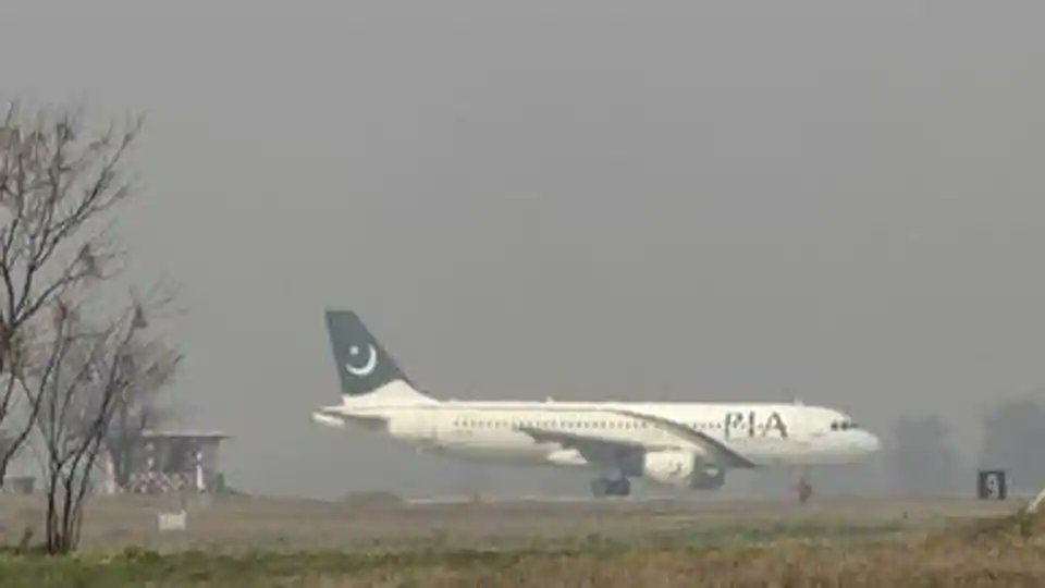SOS 'open door': Pak-bound plane makes emergency landing in Jaipur https://t.co/foAMPsY1Xs