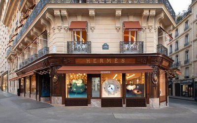test Twitter Media - RT @FNW_FR: Hermès rouvre son magasin étendard de l'avenue George V https://t.co/iQjsTc5rmn https://t.co/H6JiPkJWJ0