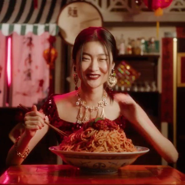 8a20e85ef879 dolce amp gabbanas dg loves china campaign sees a chinese model being told  how to eat