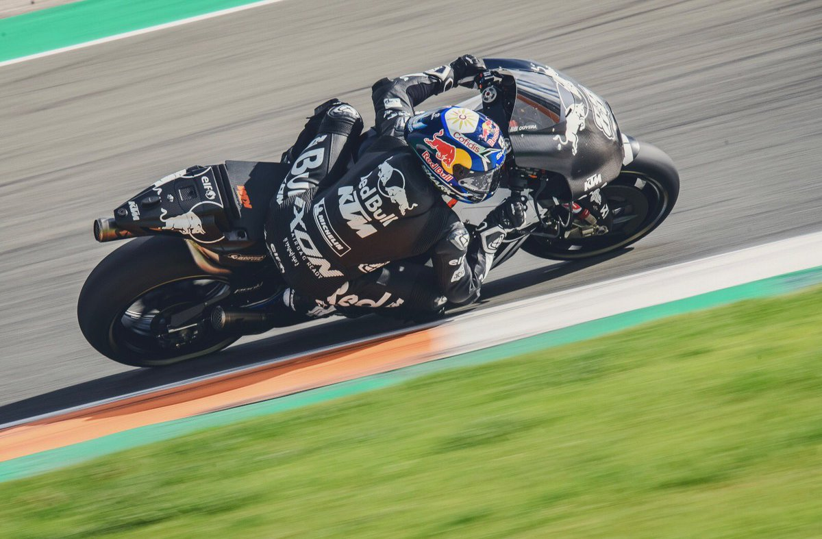 Syahrin and Oliveira get their first taste of the KTM RC16 👉🏻 bit.ly/2Q6FNe4 #KTM #Tech3 #MotoGP #HS55 #MO88 #2019StartsNow #ValenciaTest #NewEra #NewBeginning