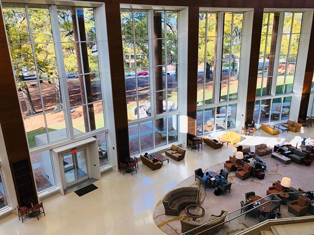 It's getting quiet in Farrell Hall as our students head home for Thanksgiving! #bizdeacs https://t.co/hb8DNNozB9