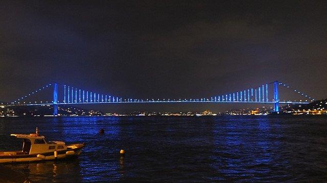 20 Kasım Dünya Çocuk Hakları Günü dolayısıyla Galata Kulesi, 15 Temmuz Şehitler Köprüsü ve Fatih Sultan Mehmet Köprüsü maviye büründü. Fotoğraf