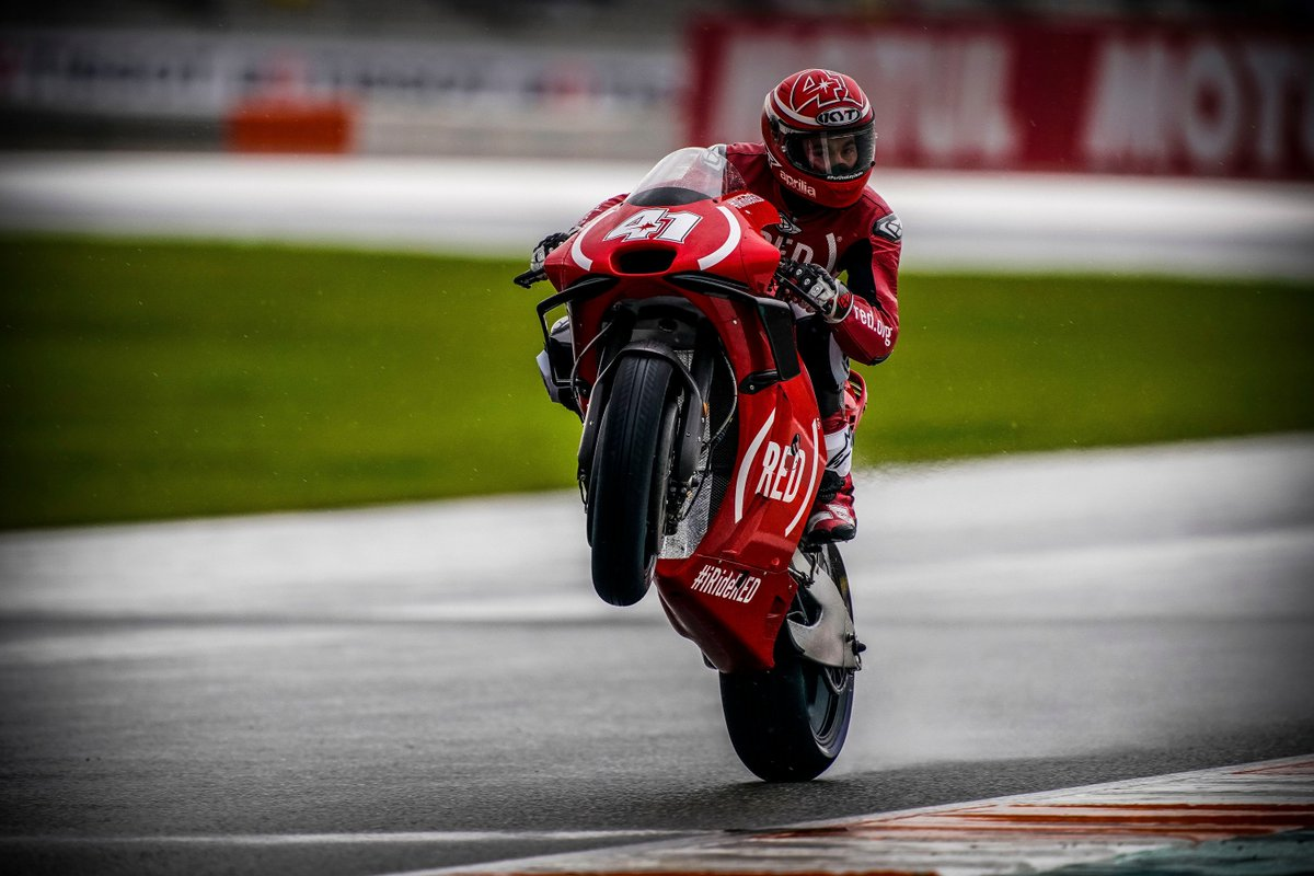 The Aprilia GP team wrapped up the season in an all @red livery in Valencia Sunday under wet conditions. Thanks for all of your hard work this year, @AleixEspargaro, @Reddingpower and team!  #aprilia | #ValenciaGP | #iRideRed https://t.co/qlIiVkhL8f