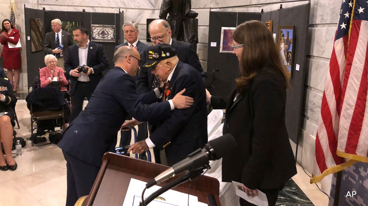 A 100-year-old World War II veteran from Kentucky is awarded the French Legion of Honor https://t.co/dy8LsArciJ