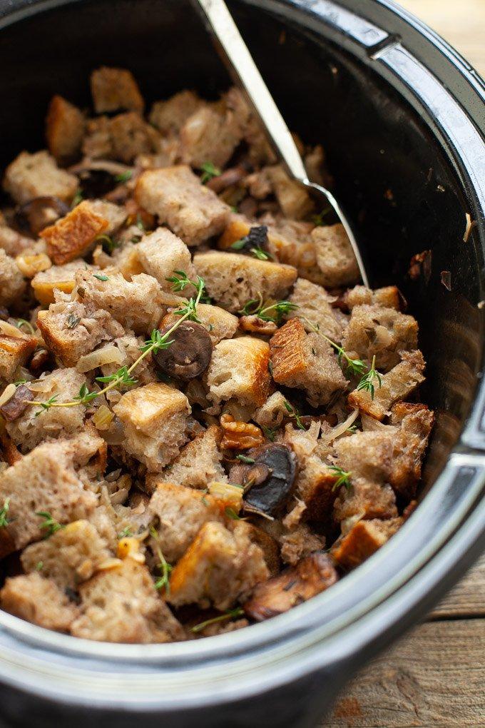 Need a last minute stuffing recipe? I got you. Slow Cooker Mushroom Stuffing https://t.co/kCRKYF2ELF #Thanksgiving https://t.co/gJHhHsaSEn