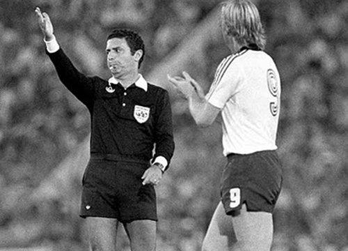 Eu vou sentir muita saudade do Arnaldo, até quando eu xingava ele por achar que ele tava errado. A história dele é linda e foi o maior árbitro da história do Brasil. Tenho 30 anos e não sei o que é ver futebol sem o Arnaldo Cezar Coelho.  Eu te amo, Arnaldo. Muito obrigado.
