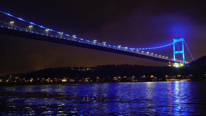 Ulaştırma ve Altyapı Bakanlığı da #DünyaÇocukGünü'nde UNICEF ile Çocuk Haklarını destekledi. 15 Temmuz Şehitler Köprüsü, Fatih Sultan Mehmet Köprüsü ve Yavuz Sultan Selim Köprüsü çocuklar için maviye büründü. #GoBlue Fotoğraf
