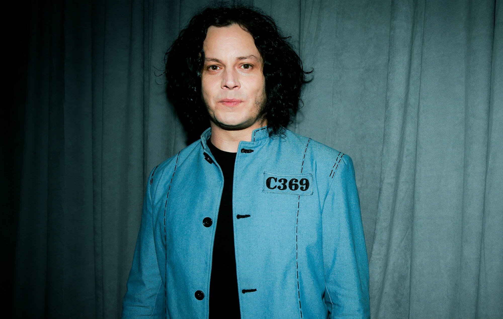 Jack White joins forces with Cards Against Humanity https://t.co/MQE2aHxVbG https://t.co/ih76iYBoEk