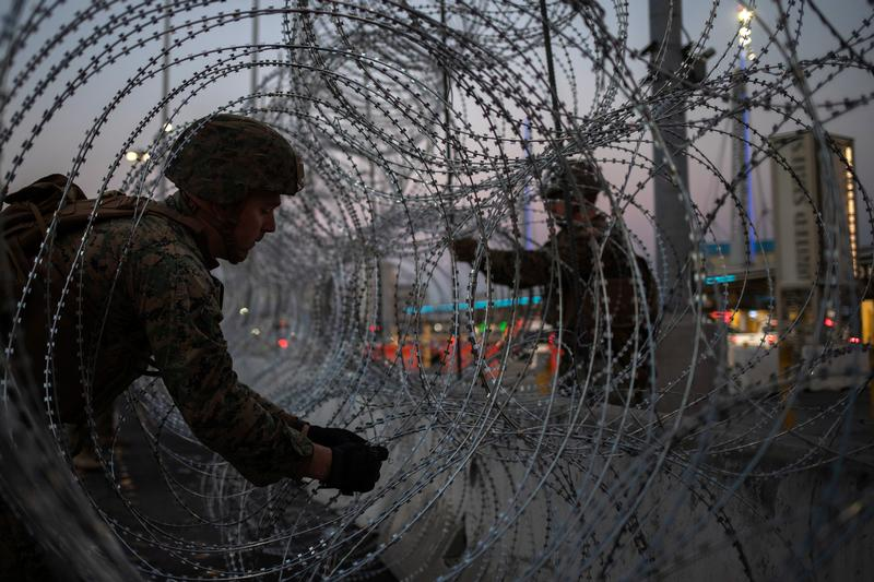 The White House is weighing authorizing U.S. troops to medically screen migrants at the Mexican border, sources tell @Reuters. Trump has not signed off on the idea yet https://reut.rs/2DP1SIe