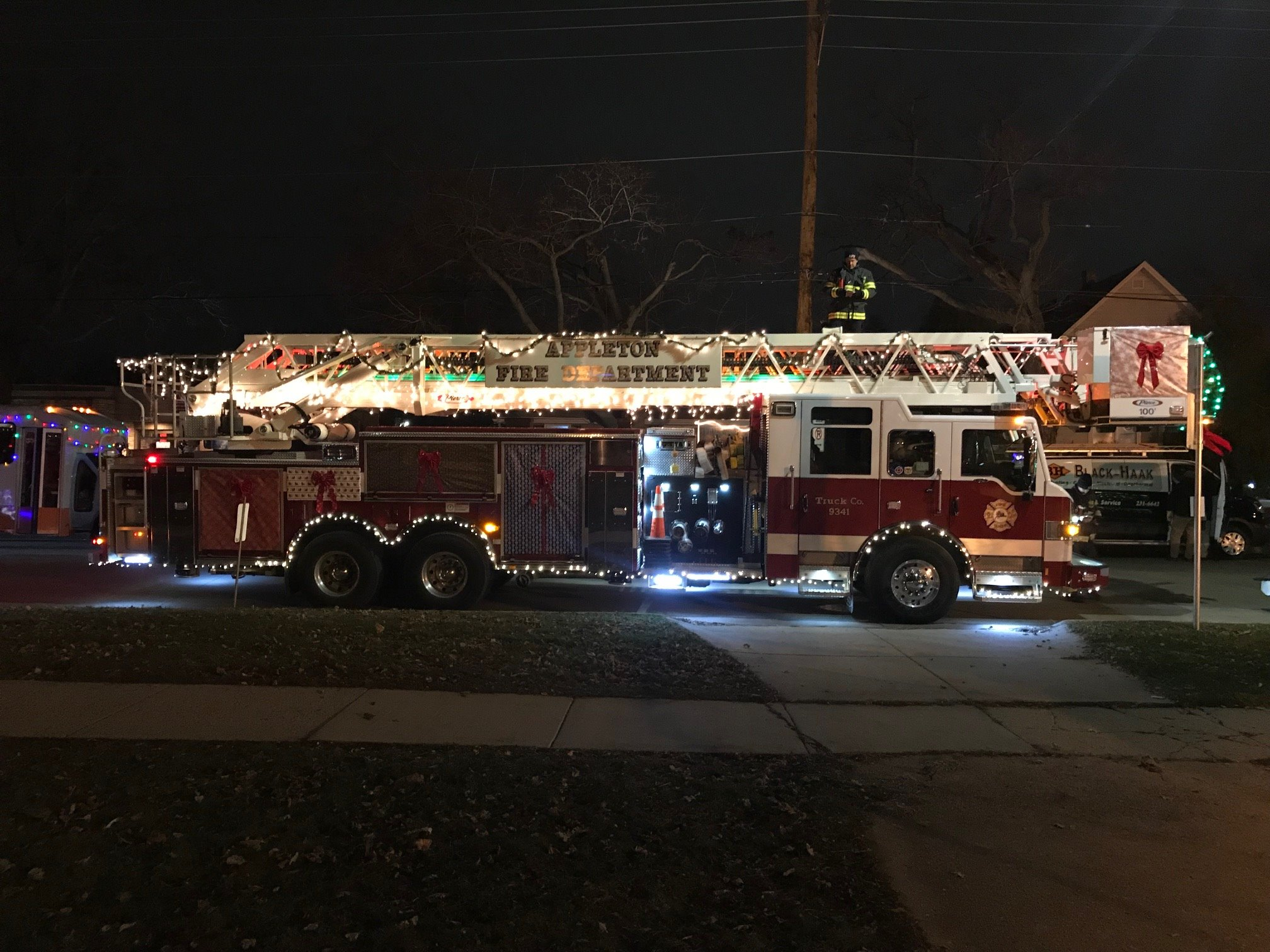 Leton Fire Dept On Twitter 9341 Waiting In Line For The Start Letonchristmasparade Our Special Guest Tonight Is Grace Peters From Riverview