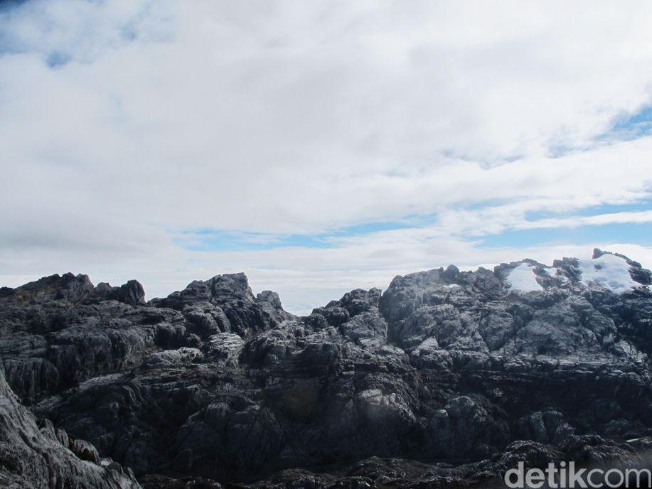 Mengenal Pegunungan Jayawijaya, Tempat Es Abadi Indonesia https://t.co/tO4hfKsa4z via @detiktravel https://t.co/neOBAGb9JO