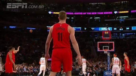 Ala dos Blazers arremessa no estouro do cronômetro e faz cesta do meio da rua contra os Knicks #NBAnaESPN Photo