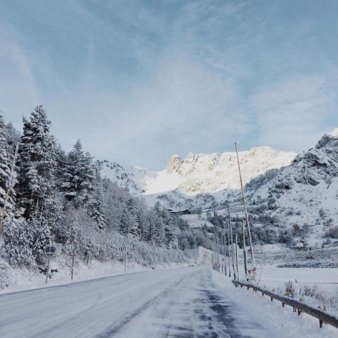 #WINTER · #NEU  ❄️❄️Mañanas blancas ❤️😉 😃Espectacular comienzo de día después de la nevada de ayer 👏🔝  📷Photo: @ordinoarcalis 📍Location: Ordino Arcalis  👉https://t.co/ebnSGGcs5M  #Andorrainfo #Andorra #winterishere #Purisima #mountainlovers #snowlovers #ordino #ski