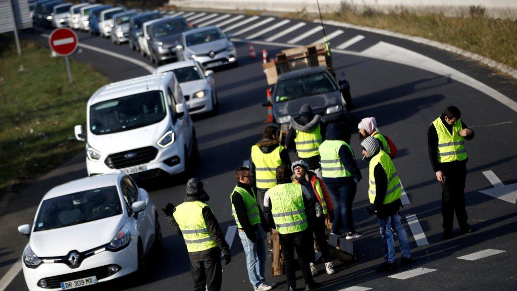Les 'Gilets jaunes' entament leur cinquième jour de mobilisation en France https://t.co/vgNFCgmTZj