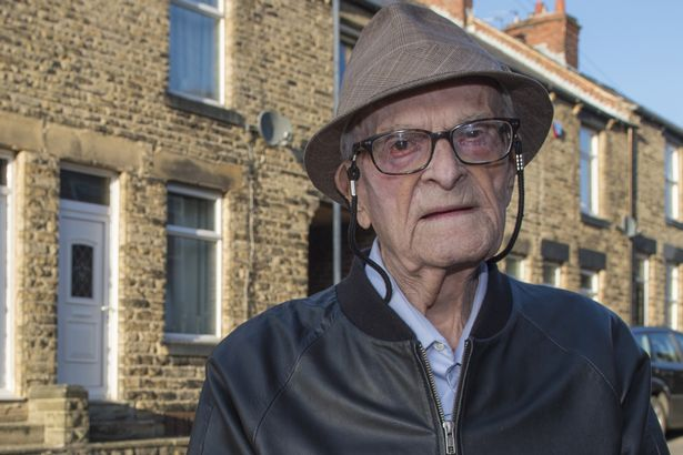 #IStandWithHarry Jeremy Corbyn leads thousands in support for stricken WWII veteran and Labour campaigner Harry Leslie Smith @Harryslaststand https://t.co/HAC0qJLAPh