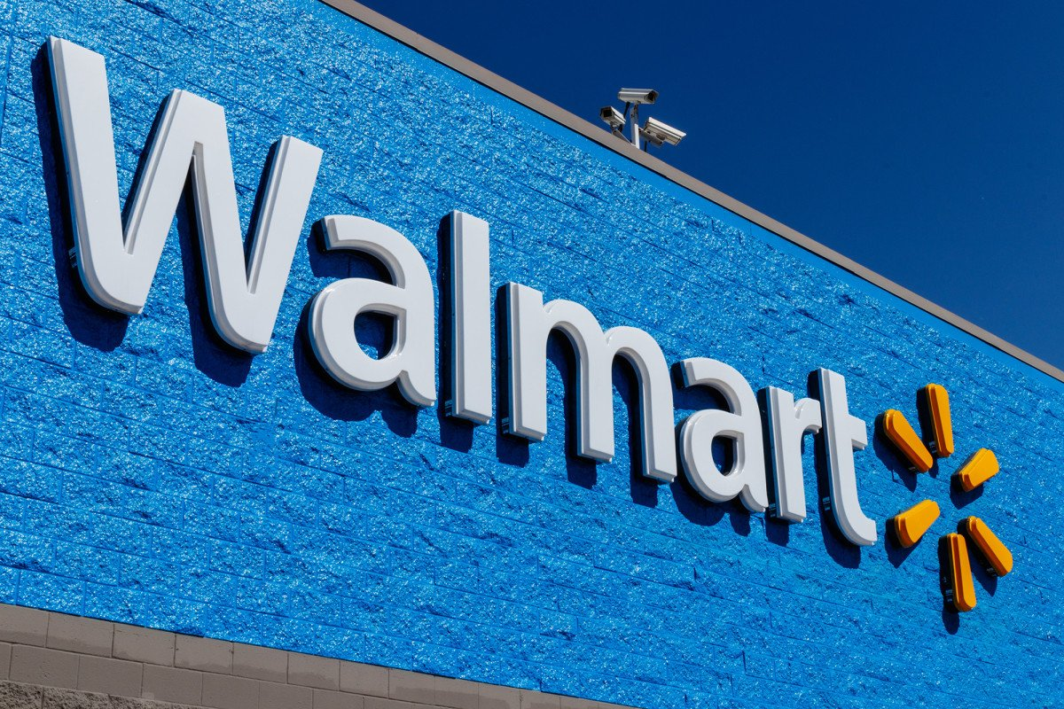 'Santa Claus' paid for all items on layaway at Walmart store https://t.co/15lyG9jmTv