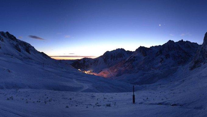 🙌❄️Retour au Blanc ce matin après la surprise d'hier à 📷 @gdtourmaletski @PicduMidi @cauterets65110 et @Hautacam65  0 vers 1500m #pyrenees #neige