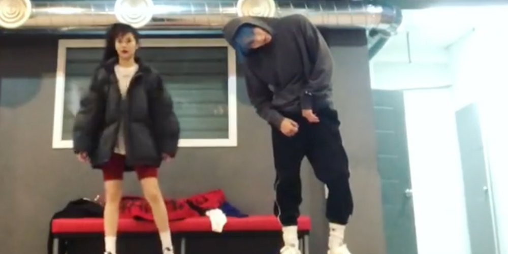 HyunA & E'Dawn continue to update fans from the practice studio with a powerful choreography to 'Throw a Fit' https://t.co/jtpzErKuL1