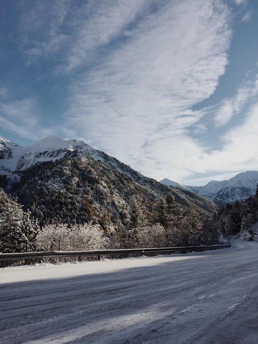 Bon dia!   Aquesta nit la nevada ha estat generosa! Seguim treballant en l'obertura! Aviat us podrem dir alguna cosa!