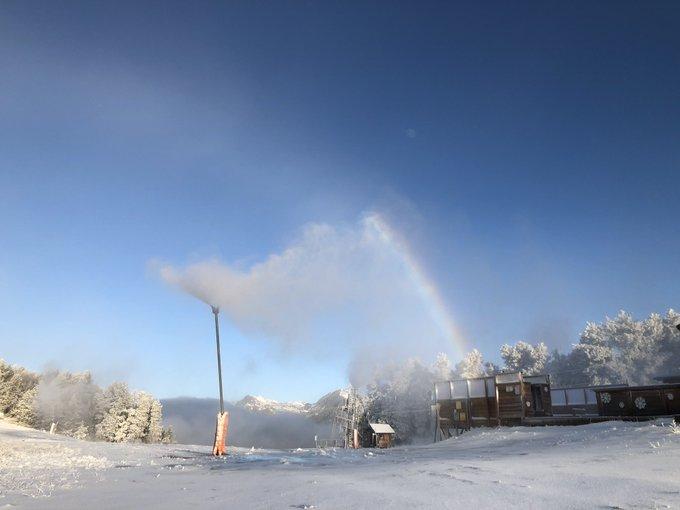 Le décor hivernal s'installe progressivement à #fontromeu #pyrenees2000 😍☃️❄️ 👉ouverture le samedi 1er décembre 👌😊