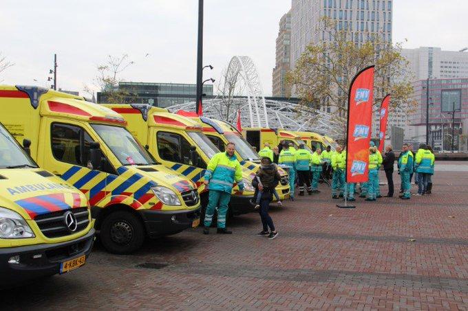 Ambulancepersoneel voert actie voor betere CAO https://t.co/yb1rC4i0Yy https://t.co/tUqqz78VyH