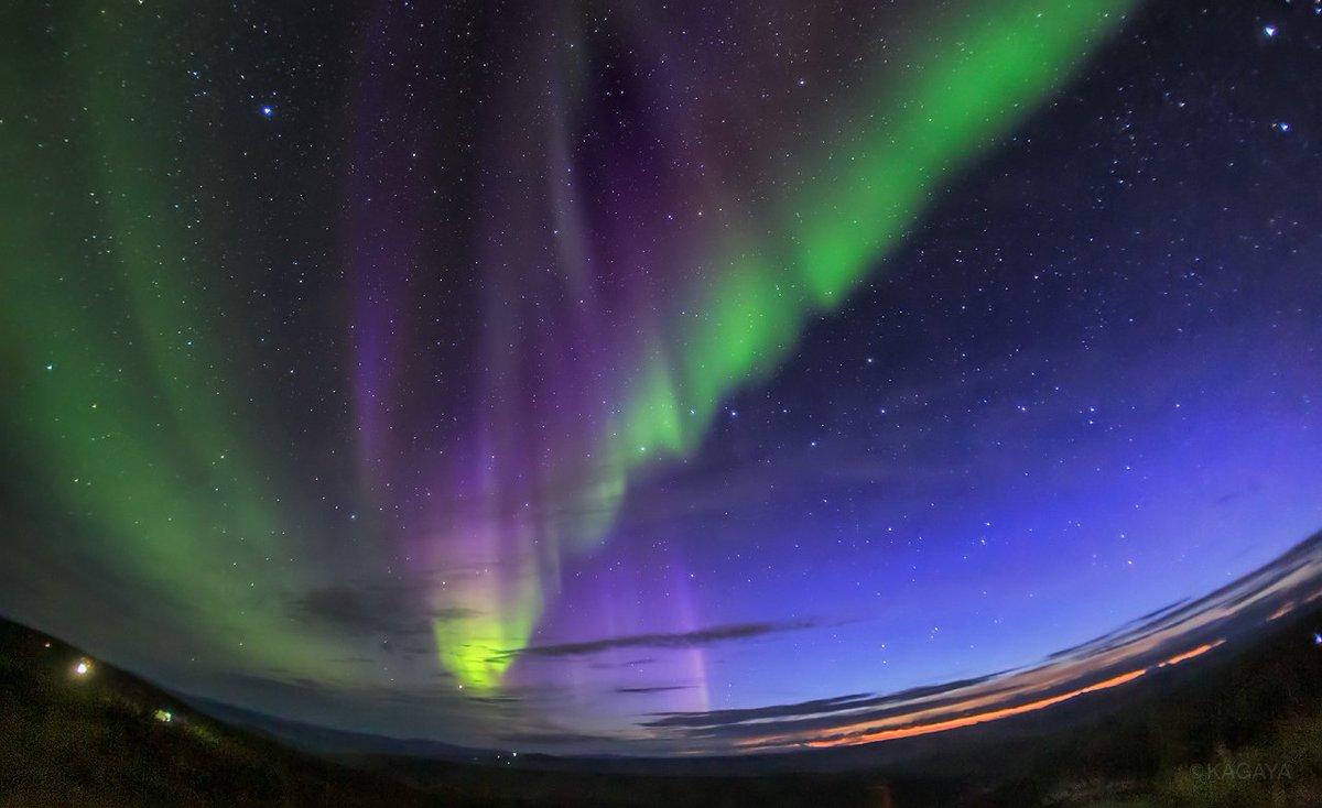 アラスカの鮮やかな秋。 1、夕暮れの空に現れたオーロラ 2、どこまでも広がる紅葉 3、北米大陸最高峰デナリ(マッキンリー山) 以前に撮影した写真です。