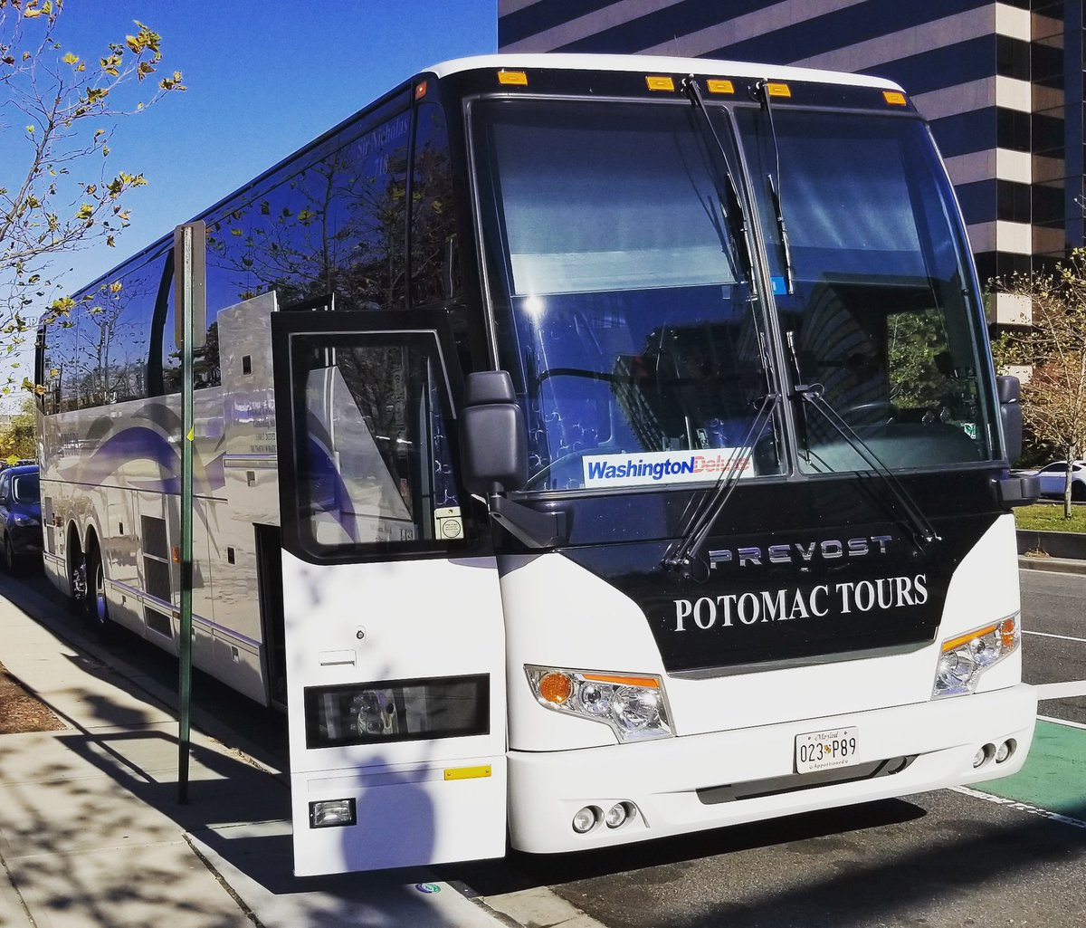 #sirnicholas is loading and headed to #NYC! #thanksgivingtravel season is upon us! Have a safe and enjoyable #Thanksgiving from all of us at #potomactours! #seetheusa #washingtondeluxe #washingtondeluxebus<br>http://pic.twitter.com/WAFv5SBFTP
