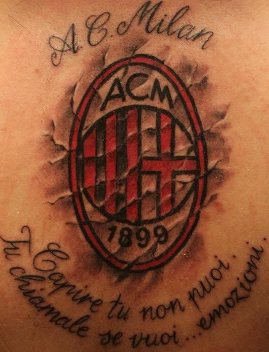 Partita quasi per caso, ufficializziamo la catena di tweet contenenti le foto dei vostri tatuaggi a tinte rossonere. Perche il #Milan è impresso sulla pelle e nel cuore ! #SempreConMe Mandaci il tuo/tuoi tatuaggi e li condivideremo !!!!! 🔴⚫️💪💪💪💪👇👇👇