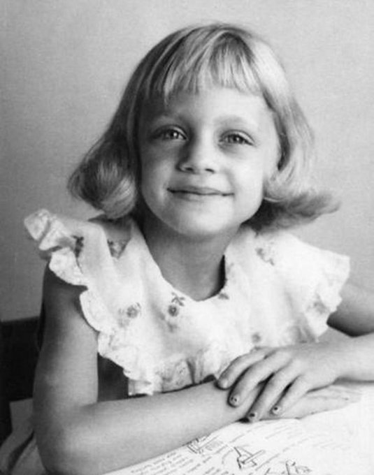 Happy Birthday wishes to Goldie Hawn, who was born on this day in 1945.