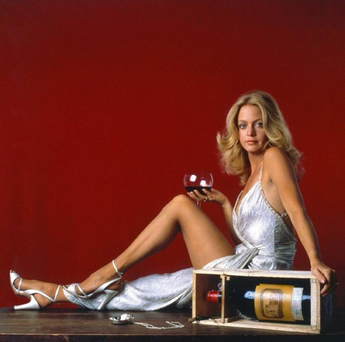 Happy Birthday to Goldie Hawn who turns 73 today! .
