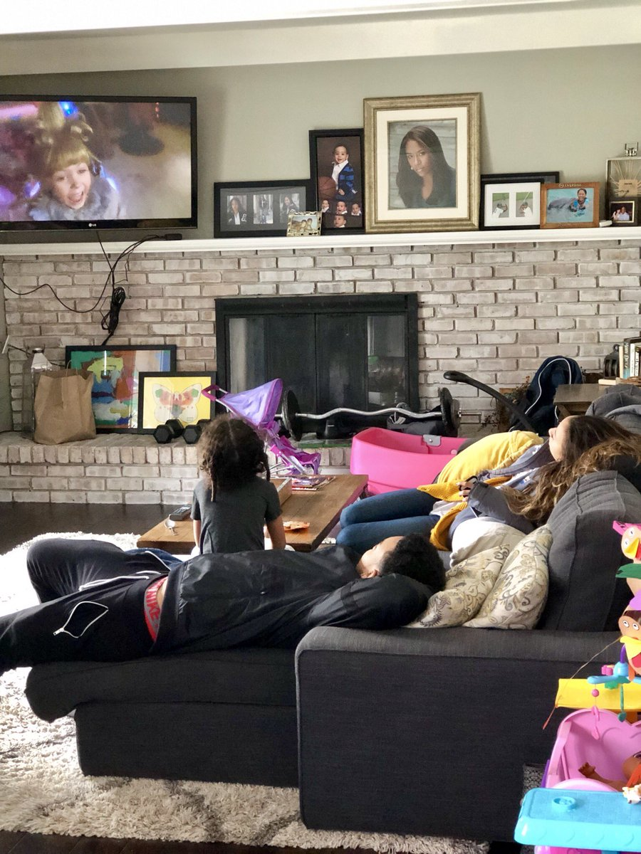 """When your brother and cousin get a day off from collegiate sports to come home, celebrate Thanksgiving & to see their friends and they still manage to make time to kick back & watch """"The Grinch"""" w/your daughter #ThankfulForFamily  <br>http://pic.twitter.com/5WGNxUgfdz"""