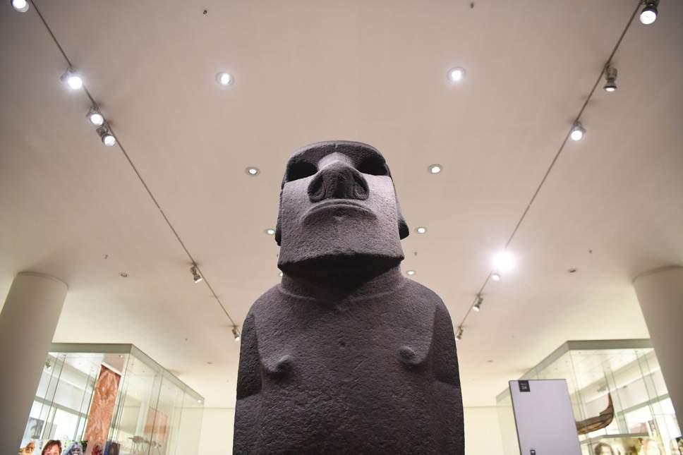 The governor of Easter Island has pleaded with the British Museum to return the Hoa Hakananai'a, one of the island's most spiritually important statues https://t.co/5U2RiG2Ehc