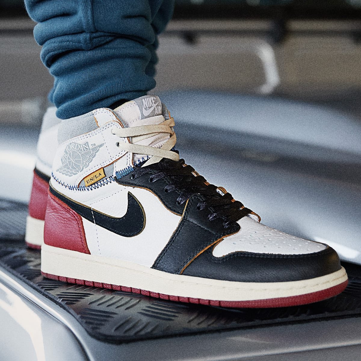 9228961b30e1 Stay tuned for more info.  http   kicksdeals.ca release-dates 2018 union-la-x-air-jordan-1-high-blackred   …pic.twitter.com 4aYQiEQzRf
