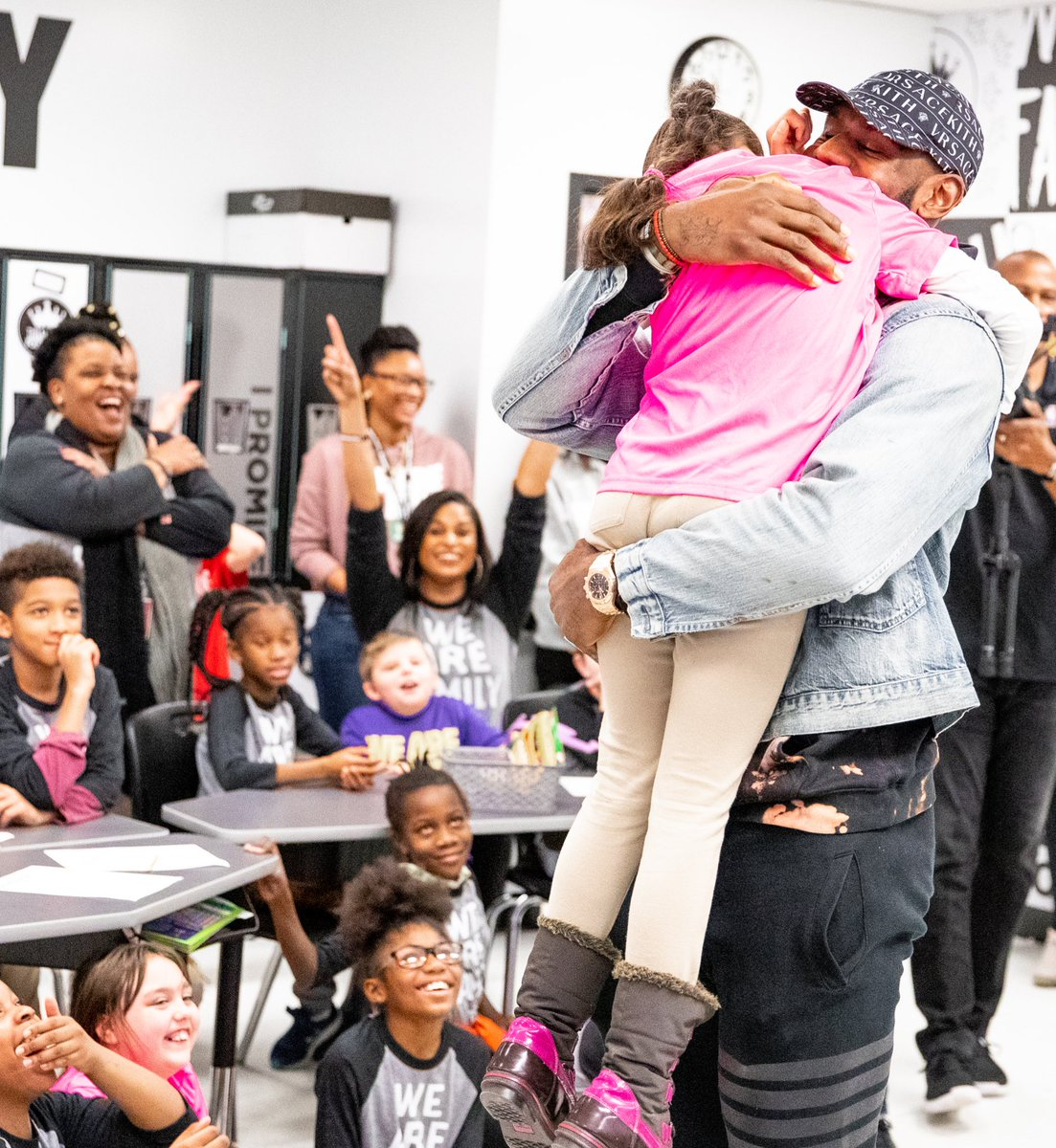 All love & smiles with our big kid from Akron back in school 🖤 @KingJames #WeAreFamily #IPROMISE