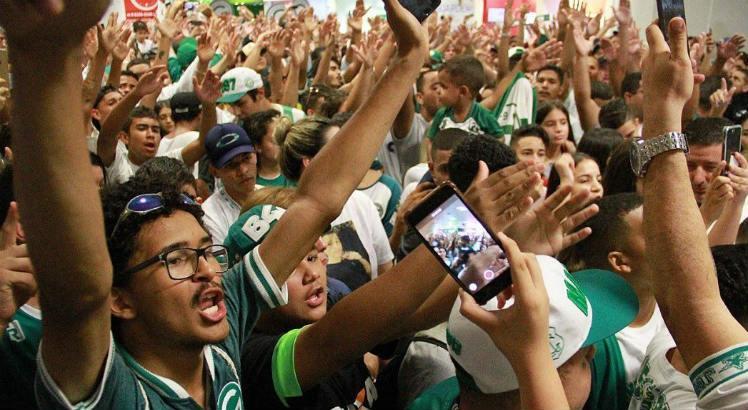 Vereadores de Goiânia fazem moção em apoio ao Tenente torcedor do Goiás https://t.co/kRe2oZ89tW