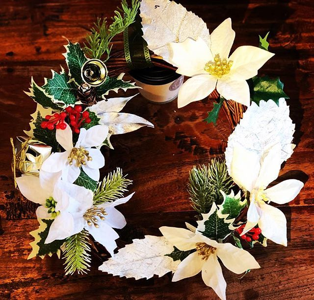 test ツイッターメディア - 娘作!ホワイトver! 銀の葉っぱとかあった!?えっ……?あったの?シンプルで……オサレ…… 私には出来ないヤツ! #リース #クリスマスリース #手作りリース #クリスマスリース手作り #クリスマス #セリア #ダイソー https://t.co/iBc7gAMXuD  https://t.co/jn79QejfBC