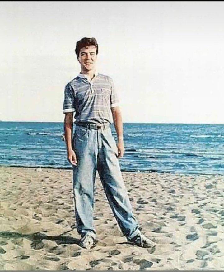 """Дмитрий Медведев в джинсах, модной футболке и кроссовках. Денег хватало, а модные шмотки приходилось """"доставать""""..."""