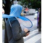 衝撃的!頭に被って使う「手ぶら傘」が登場便利だけど使う勇気が・・・