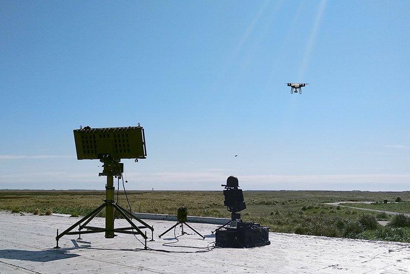 الارجنتين تشرتي منظومه رادار Drone Guard الاسرائيليه  Dsmd3RZU4AAn4Zh
