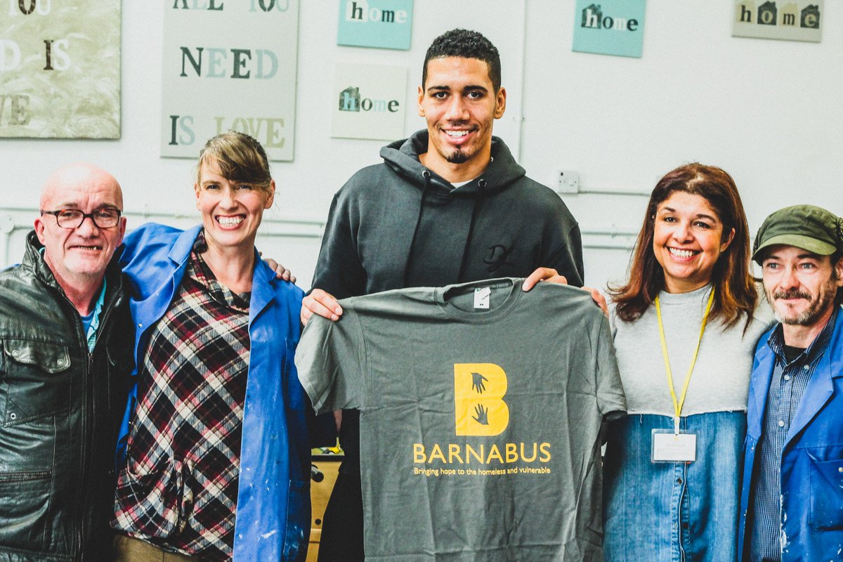 🎉 Happy 29th Birthday @ChrisSmalling   🙌 To celebrate, he will raise £29k for @BarnabusMcr to guarantee a fun filled Christmas for vulnerable and homeless men & women.  👨‍🍳 He will join the kitchen staff for their annual Christmas party on December 13th.  ❤️ An amazing gesture.