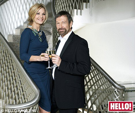 .@MsGlynisBarber and @MrMBrandon raise a toast as they celebrated 20 years of marriage in 2009 #ThrowbackThursday #DempseyAndMakepeace  https://www. dailymail.co.uk/tvshowbiz/arti cle-1251122/Glynis-Barber-Michael-Brandon-raise-toast-celebrate-20-years-marriage.html &nbsp; … <br>http://pic.twitter.com/6AM3ApSqst