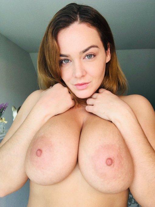 Good morning you little turkies! Happy Thanksgiving! 🦃🍁🥧☕️ #boobs https://t.co/YYkYuaeDa0